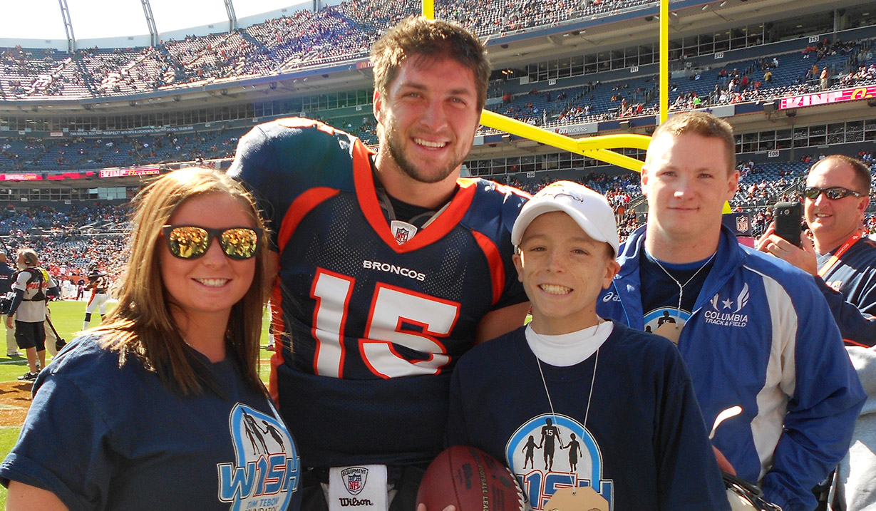 Adam_Hubbs_W15H_with_Tim_Tebow_-_2011.jpg