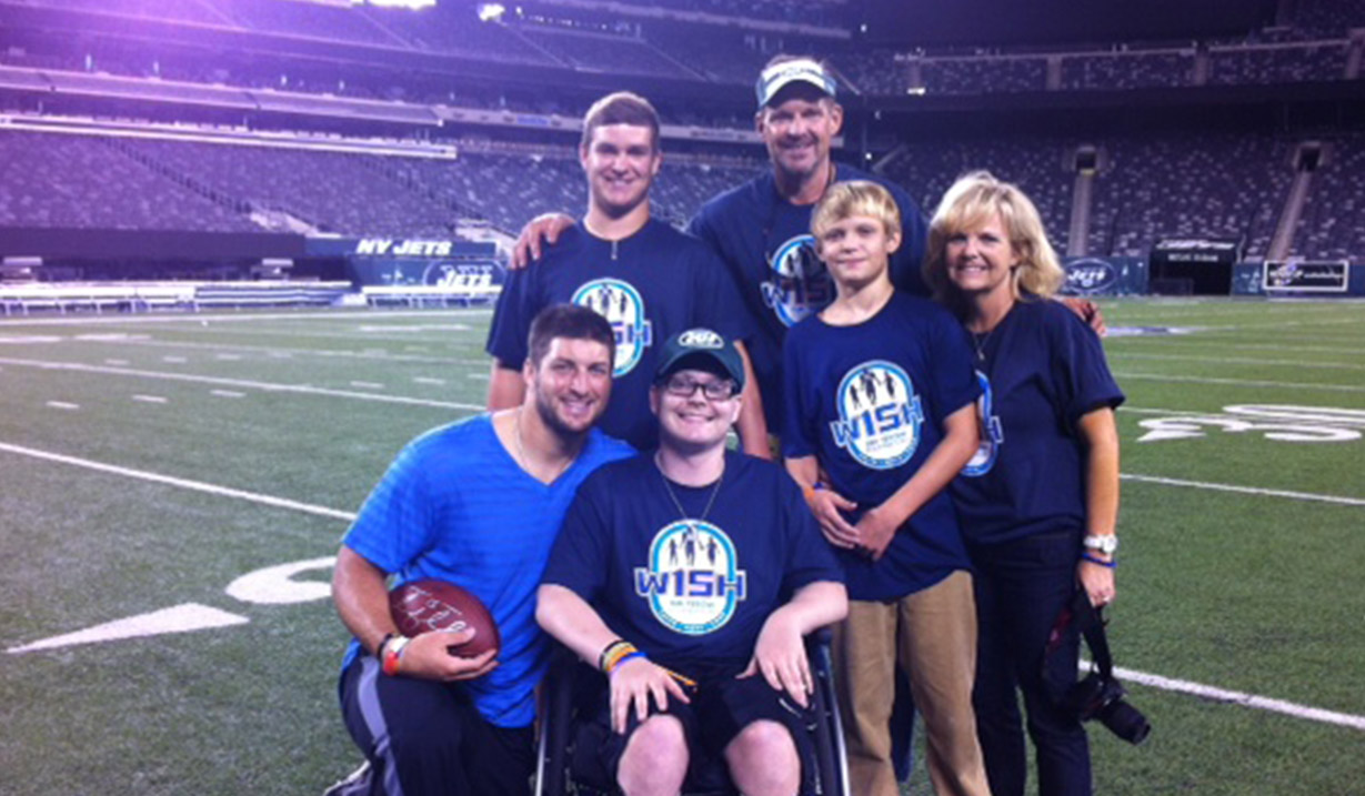 Taylor_Becorest_W15H_with_Tim_Tebow_-_2012.JPG