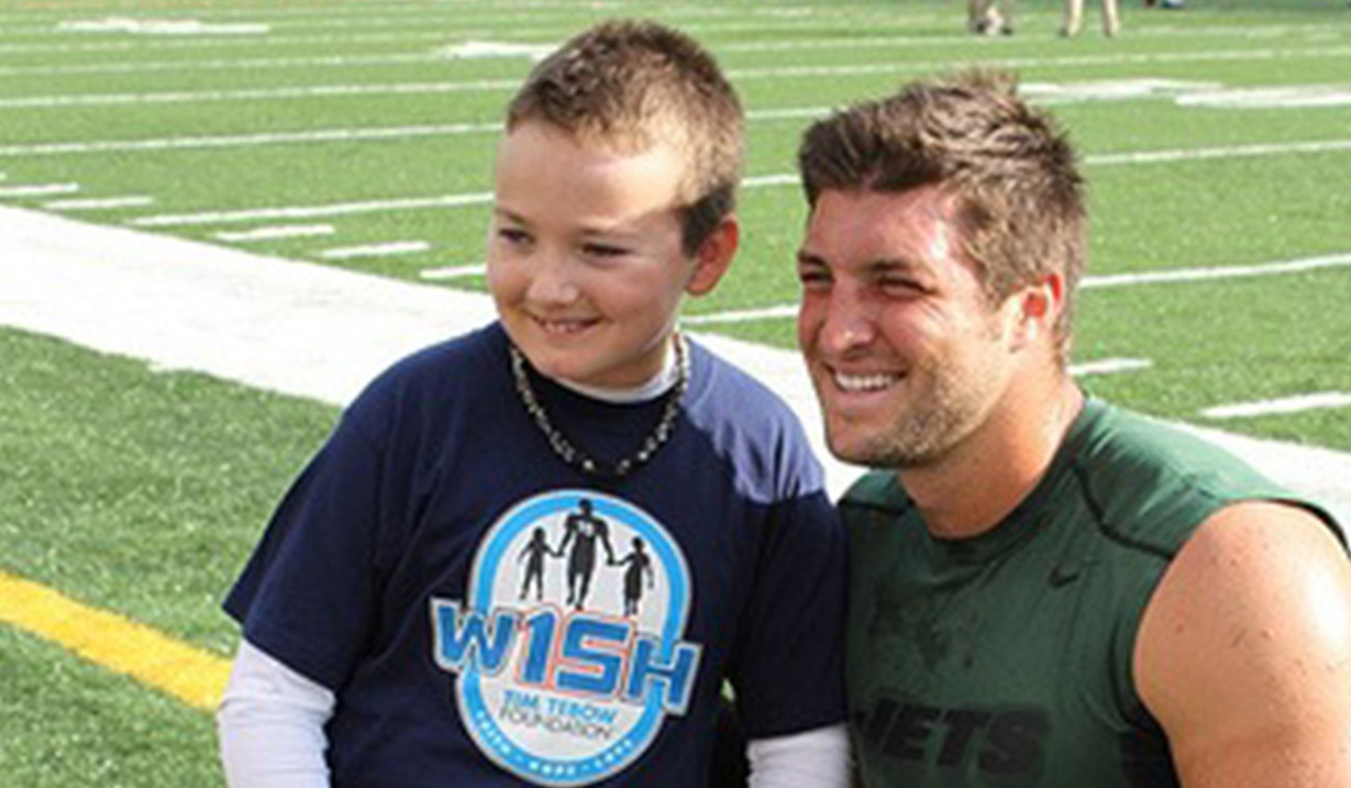 Sepp_Shirey_W15H_with_Tim_Tebow_-_2012.JPG