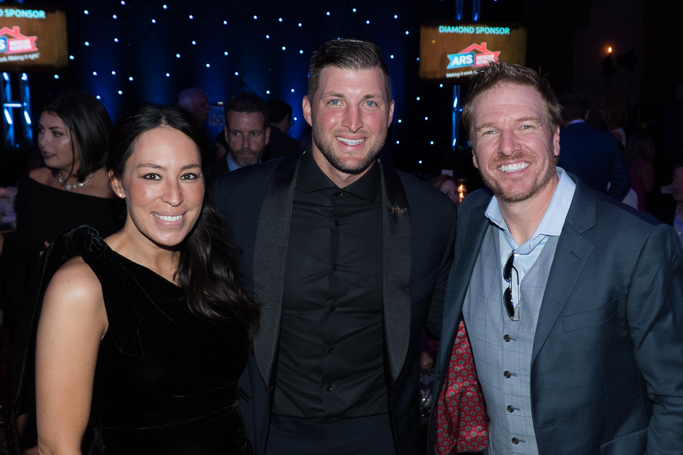 Tim tebow foundation celebrity gala and golf classic for Chip and joanna gaines meet and greet