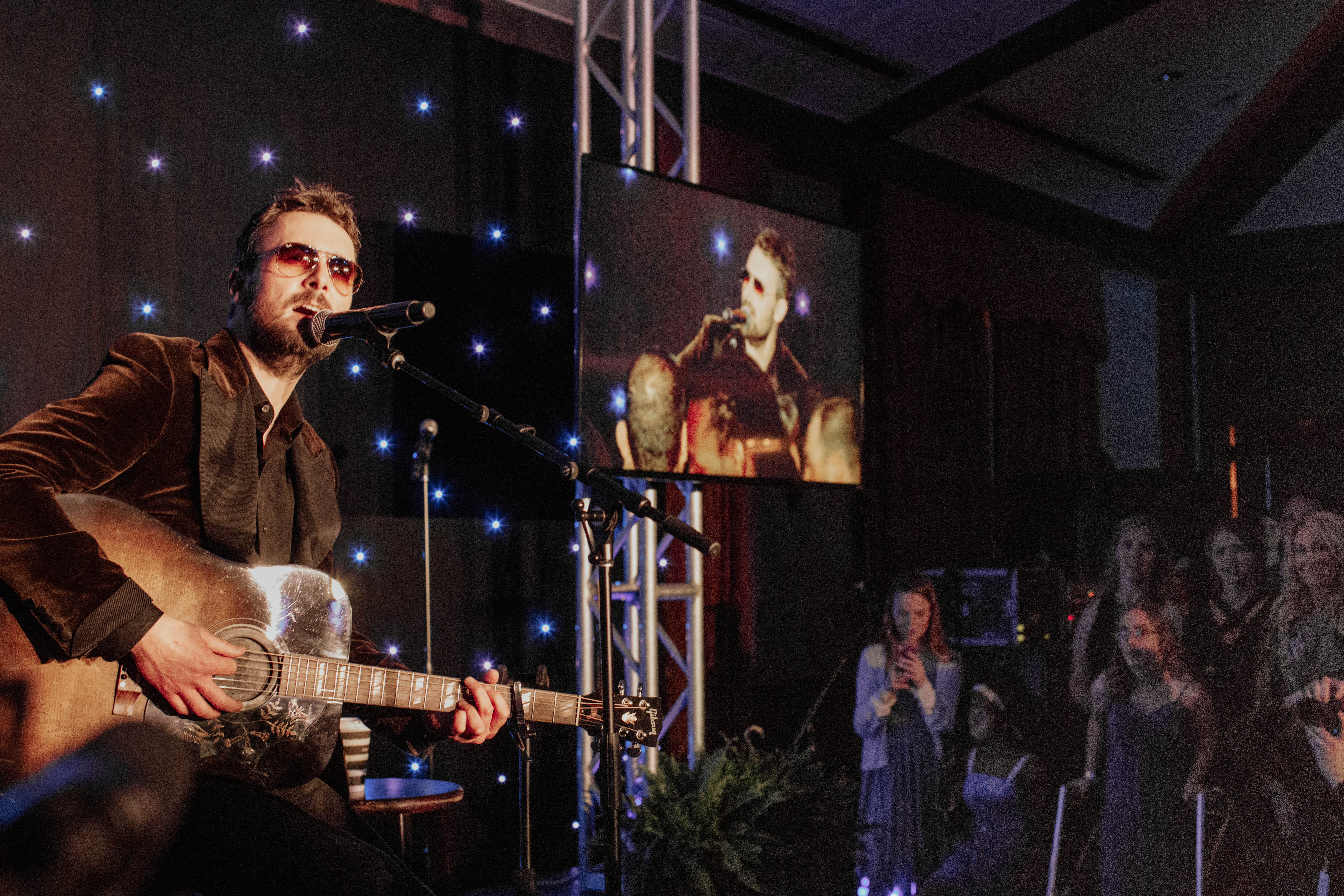Eric_Church_performs_at_the_Gala.jpg