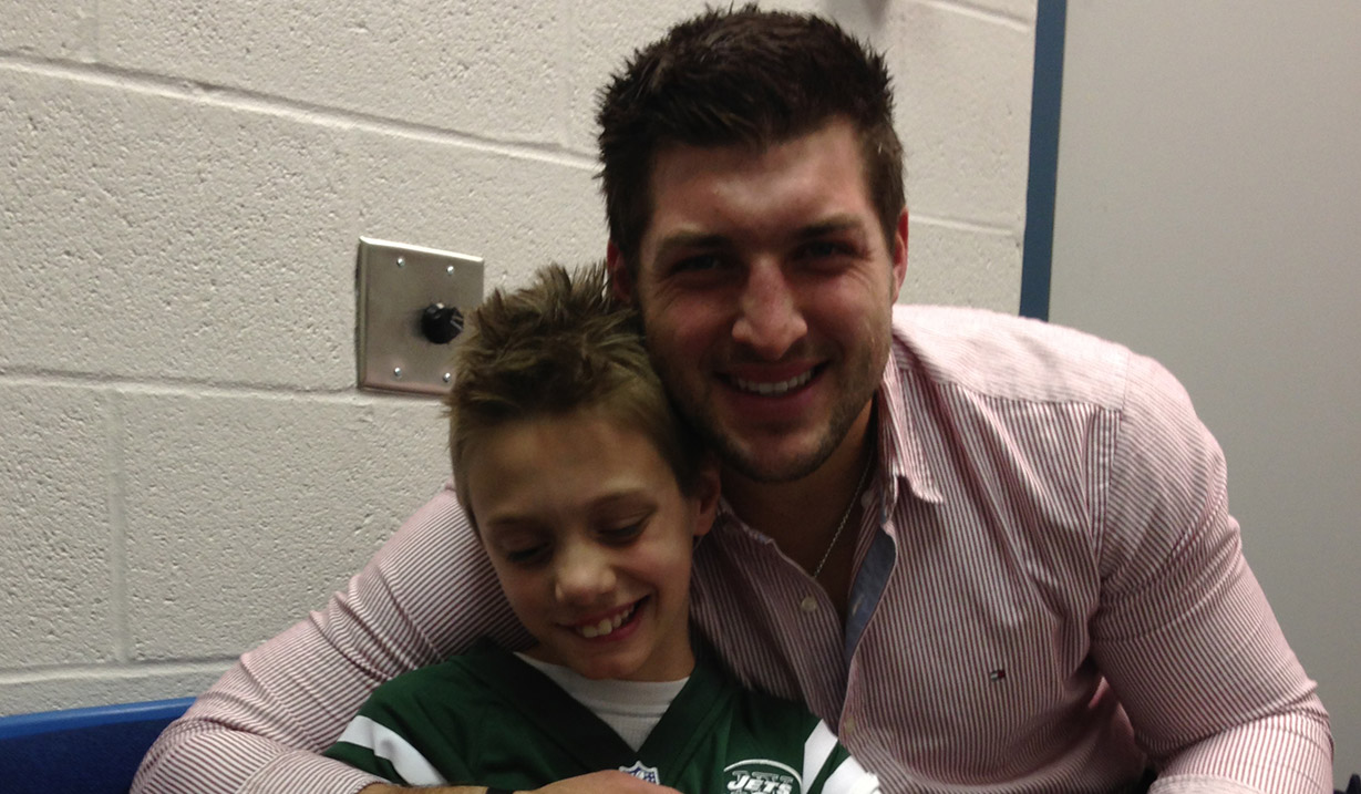 Christian_Osborn_W15H_with_Tim_Tebow_-_2012.JPG