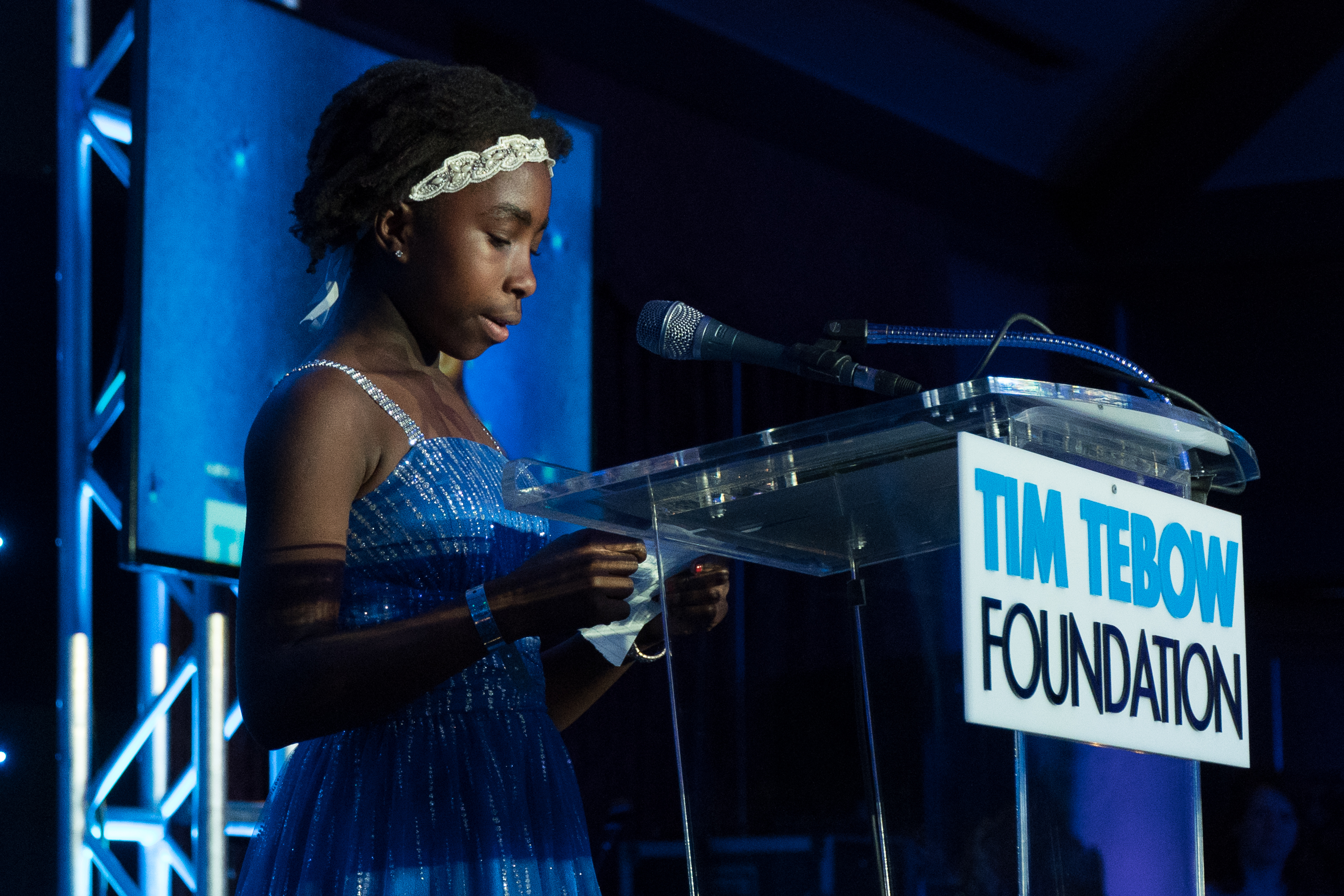 Jada_Richardson_opens_the_Gala_in_prayer.jpg