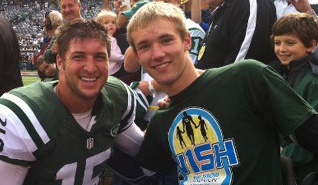 Tyler_Taschner_W15H_with_Tim_Tebow_-_2012.jpg
