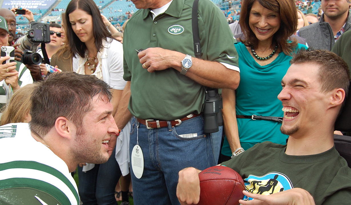 Dylan_Brown_W15H_with_Tim_Tebow_-_2012.JPG