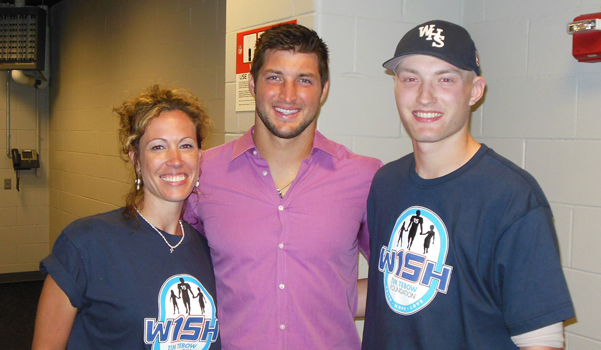 Tyler_Wilt_W15H_with_Tim_Tebow_-_2012.JPG