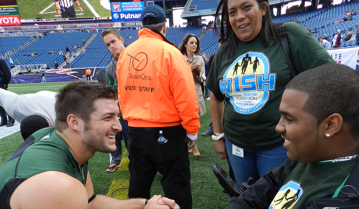CJ_Singletary_W15H_with_Tim_Tebow_-_2012.JPG