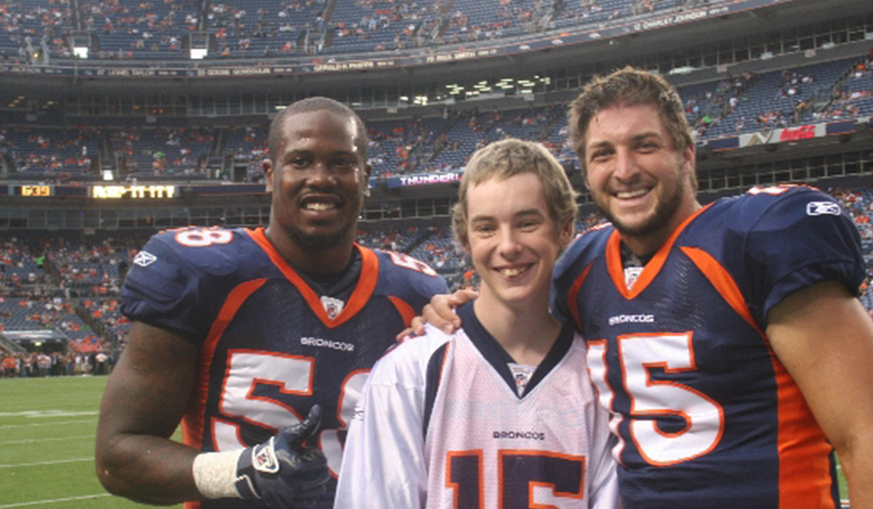 Kevin_Schlung_W15H_with_Tim_Tebow_-_2011.jpg